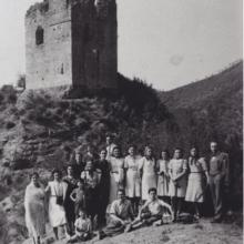 Gitanti davanti alla Rocca Cerbaia, agosto 1938