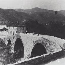 La groppa del vecchio ponte di Vaiano che fu abbattutto durante la guerra, anni Trenta