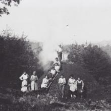 Una carbonaia nei pressi delle Cavallaie, anni Venti